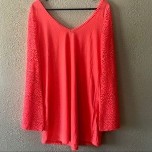 Roxy shirt with lace sleeves